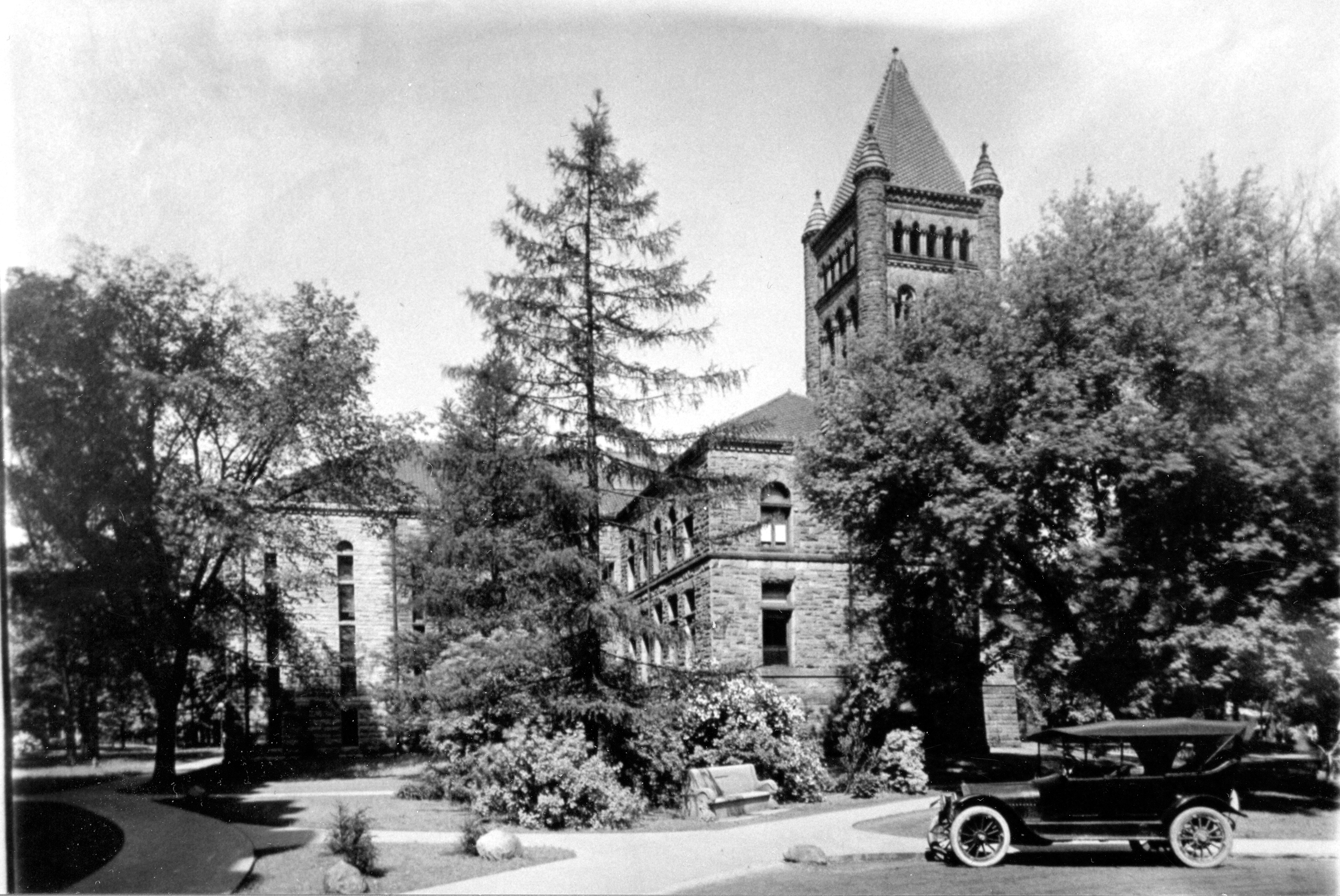 Altgeld Hall in 1915